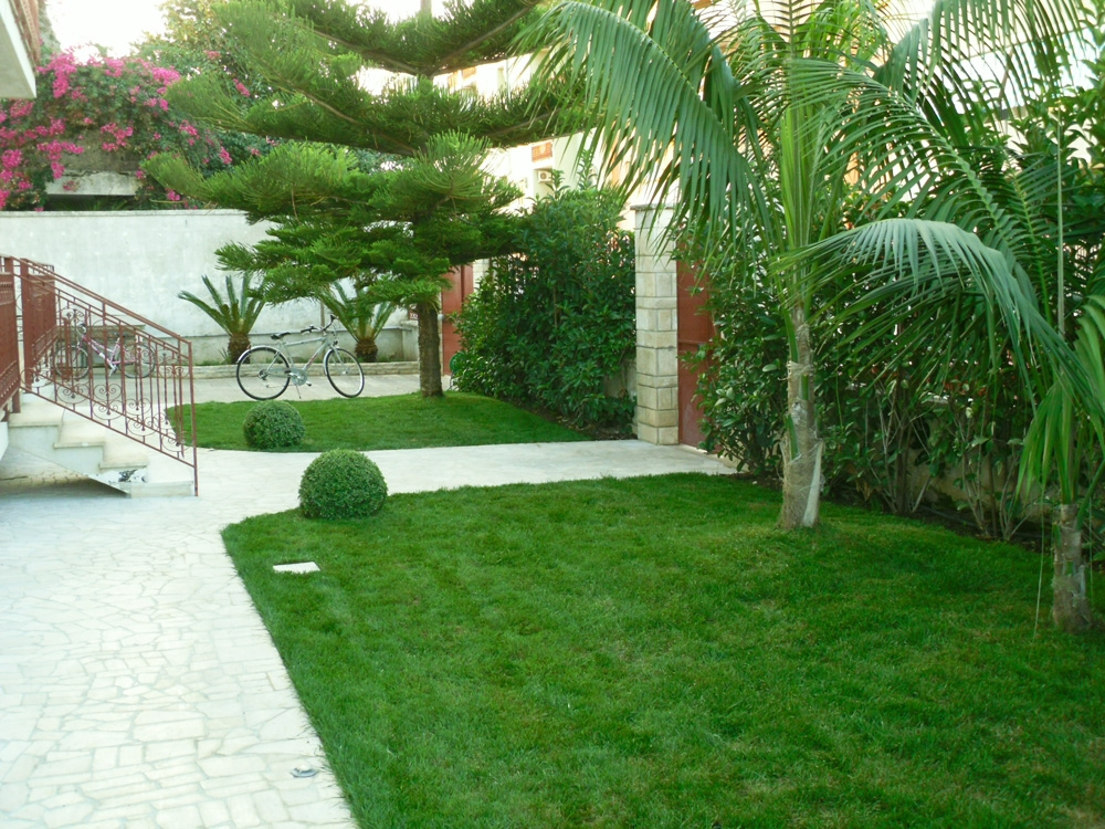 Vivai mello alessandro realizzazioni giardini for Idee di giardino
